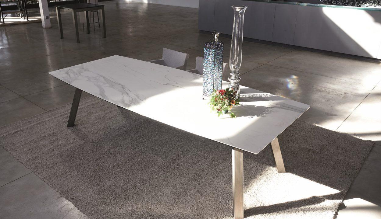 ARTUR -MESA DE COMEDOR-TABLE DE SALLE A MANGER-EESTISCH-DINING TABLE